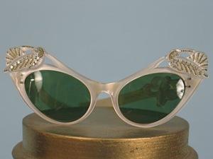 jeweled-cats-eye-sun-glasses-1950s-600-usa